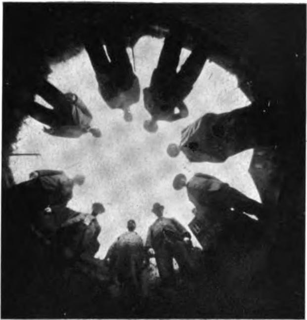 """Počátky vynálezu objektivu """"Rybí oko"""" (1906)"""